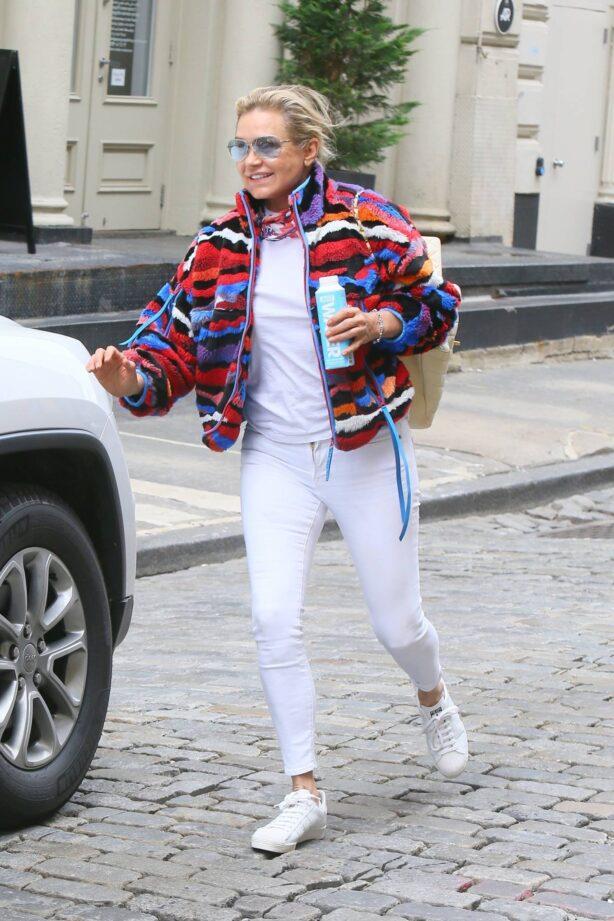 Yolanda Hadid - Seen as she visits daughter Bella's apartment in New York