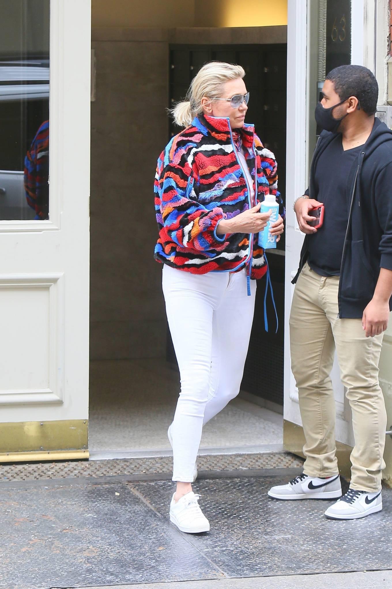 Yolanda Hadid 2021 : Yolanda Hadid – Seen as she visits daughter Bellas apartment in New York-03