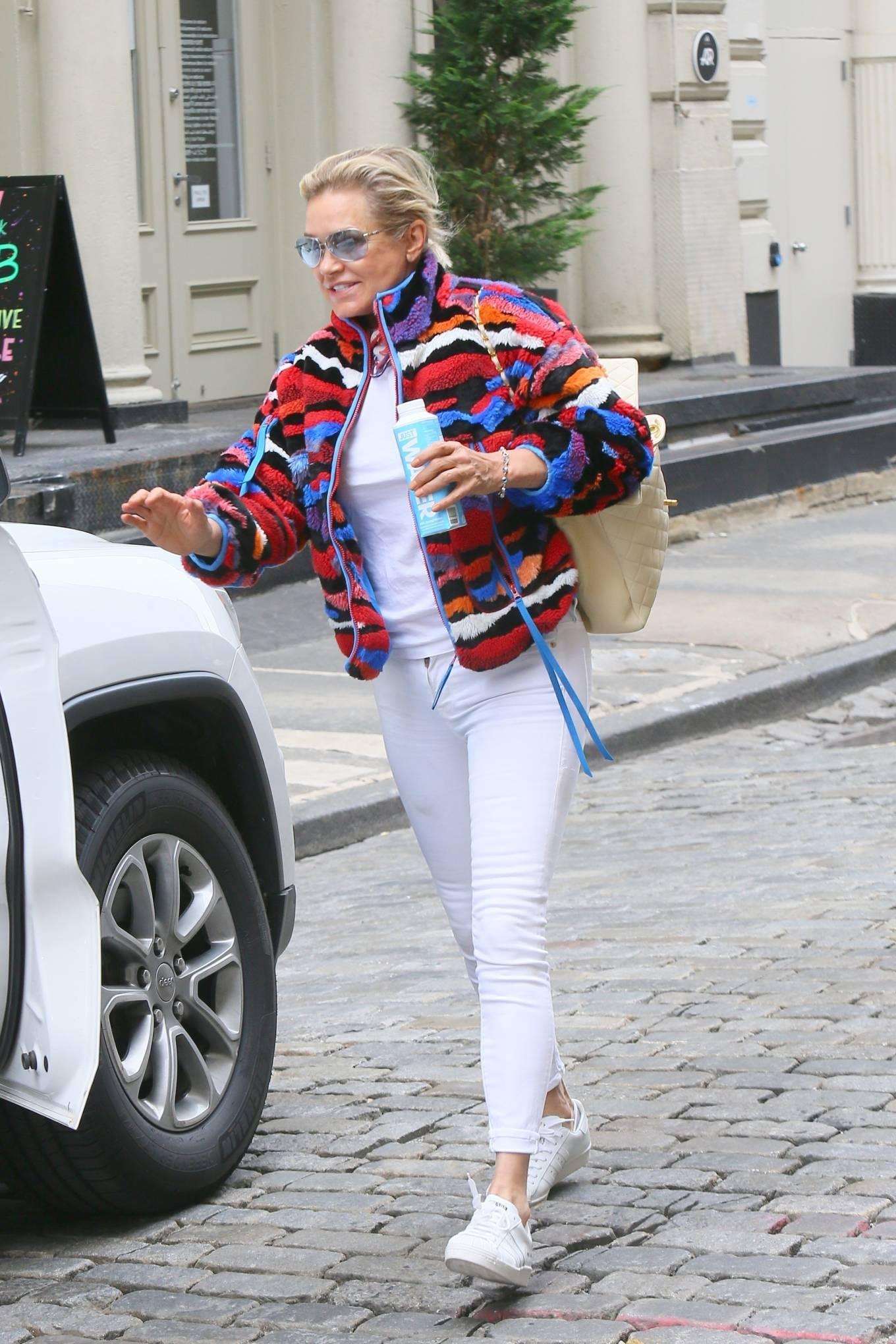 Yolanda Hadid 2021 : Yolanda Hadid – Seen as she visits daughter Bellas apartment in New York-05