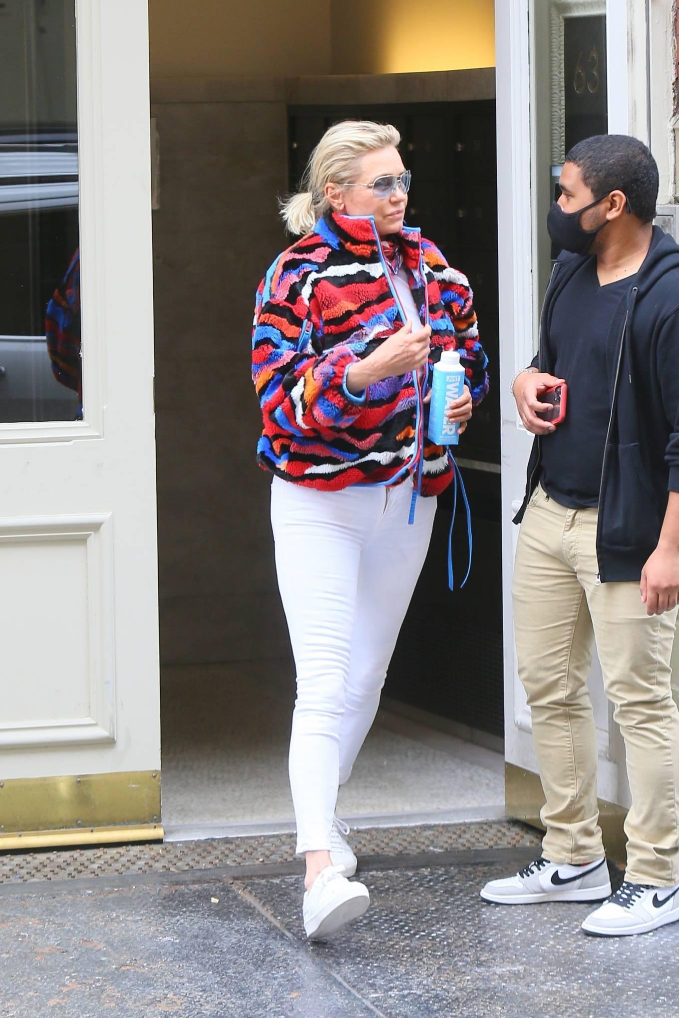 Yolanda Hadid 2021 : Yolanda Hadid – Seen as she visits daughter Bellas apartment in New York-07