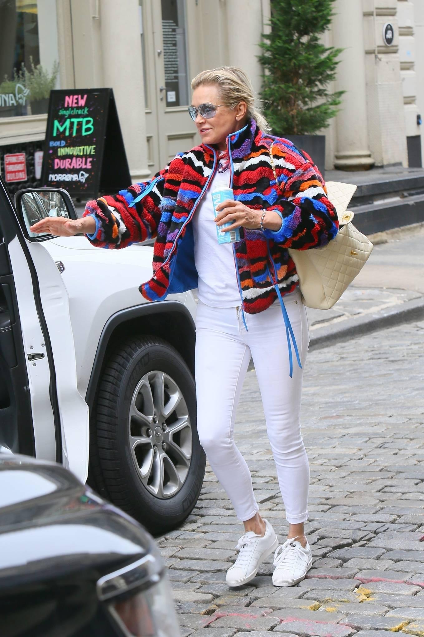 Yolanda Hadid 2021 : Yolanda Hadid – Seen as she visits daughter Bellas apartment in New York-09