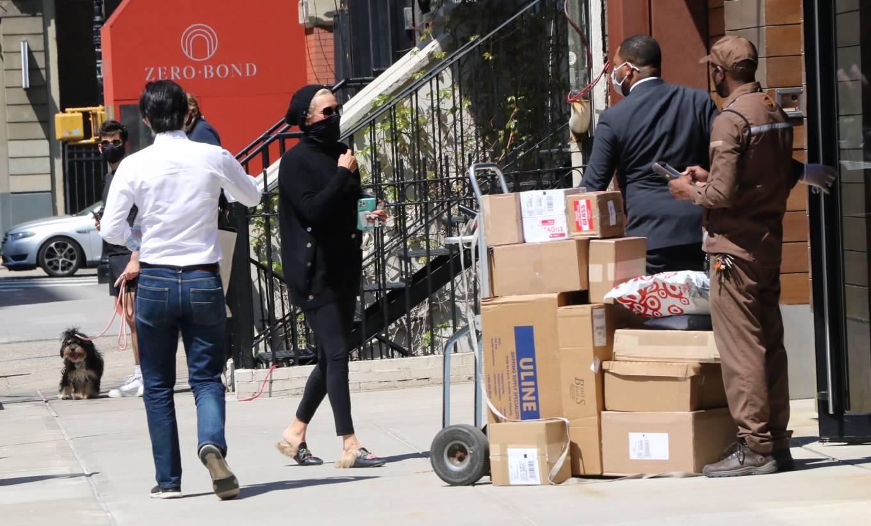 Yolanda Hadid 2021 : Yolanda Hadid – Seen outside of Gigis apartment in New York-01
