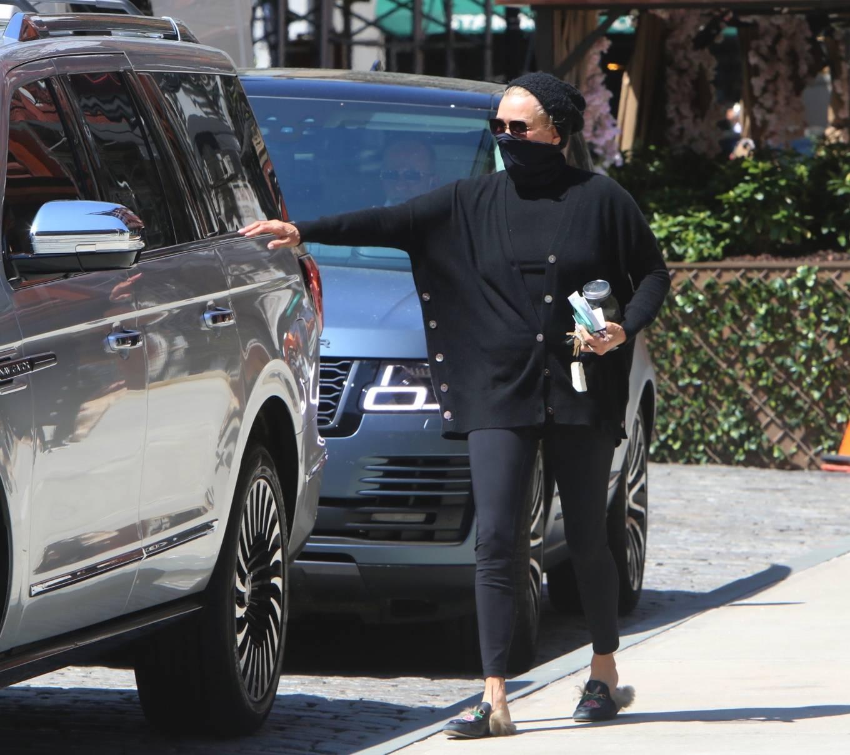 Yolanda Hadid 2021 : Yolanda Hadid – Seen outside of Gigis apartment in New York-03