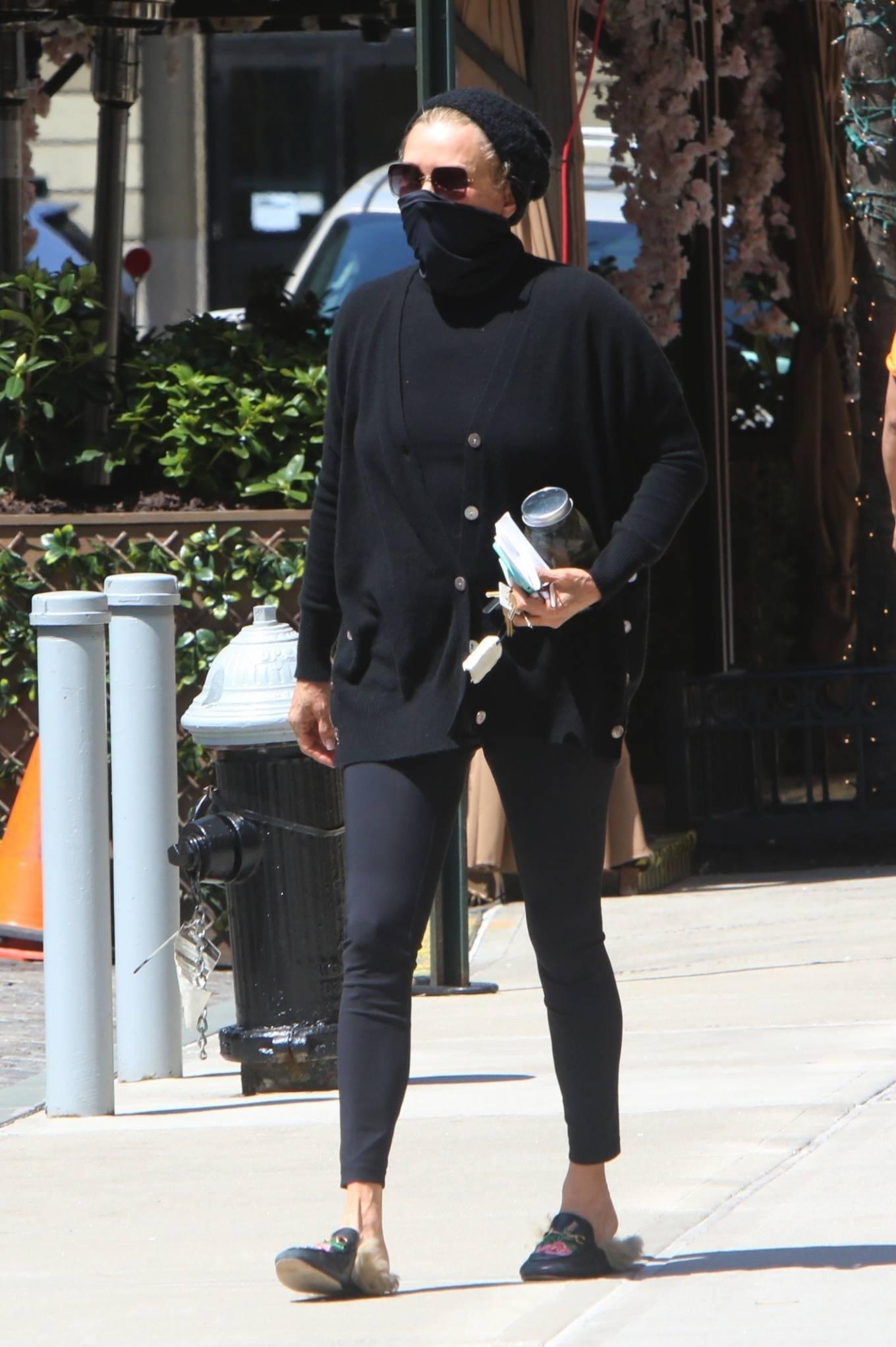 Yolanda Hadid 2021 : Yolanda Hadid – Seen outside of Gigis apartment in New York-04