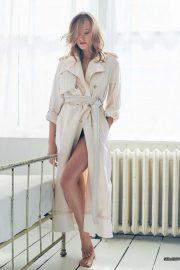 Yvonne Strahovski - ELLE Australia Magazine (August 2019) adds