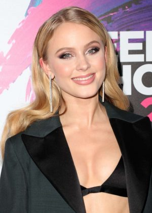 Zara Larsson - 2017 Teen Choice Awards in Los Angeles