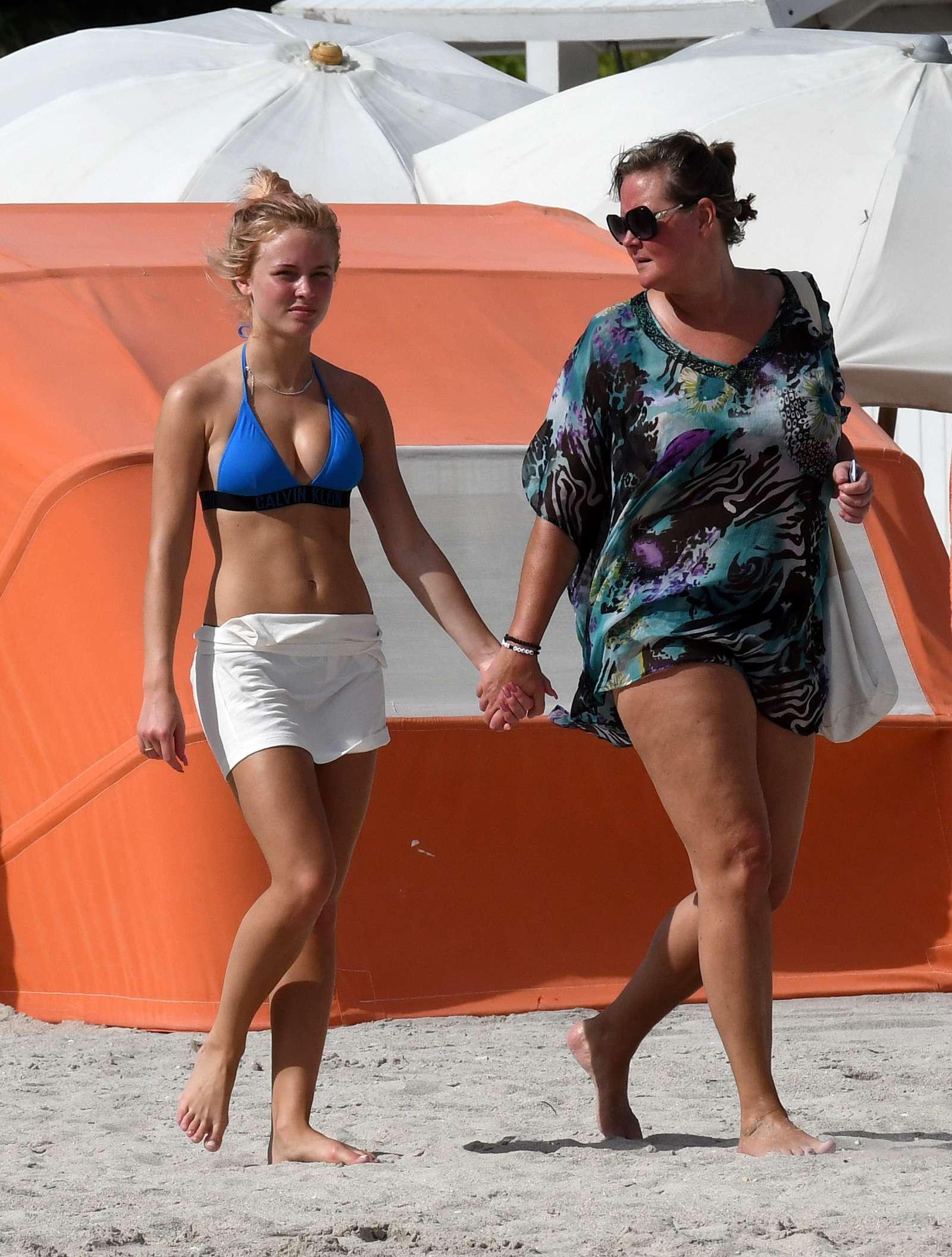 Beach zara larsson Zara Larsson