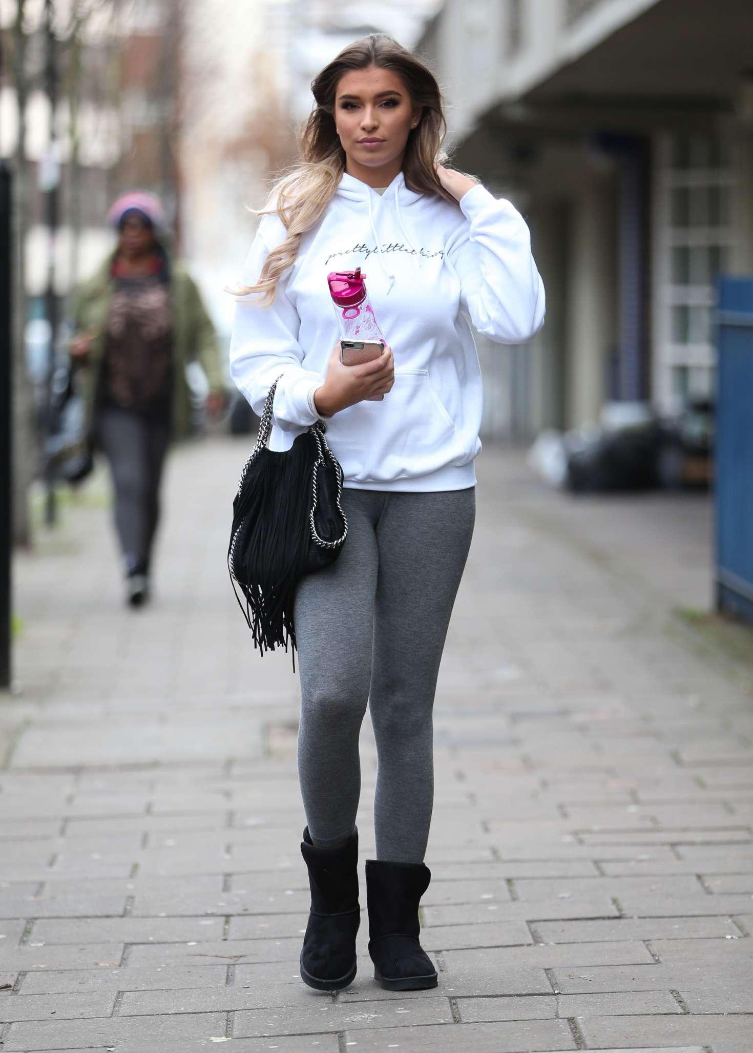 Zara McDermott 2018 : Zara McDermott: Arrives at photoshoot -04