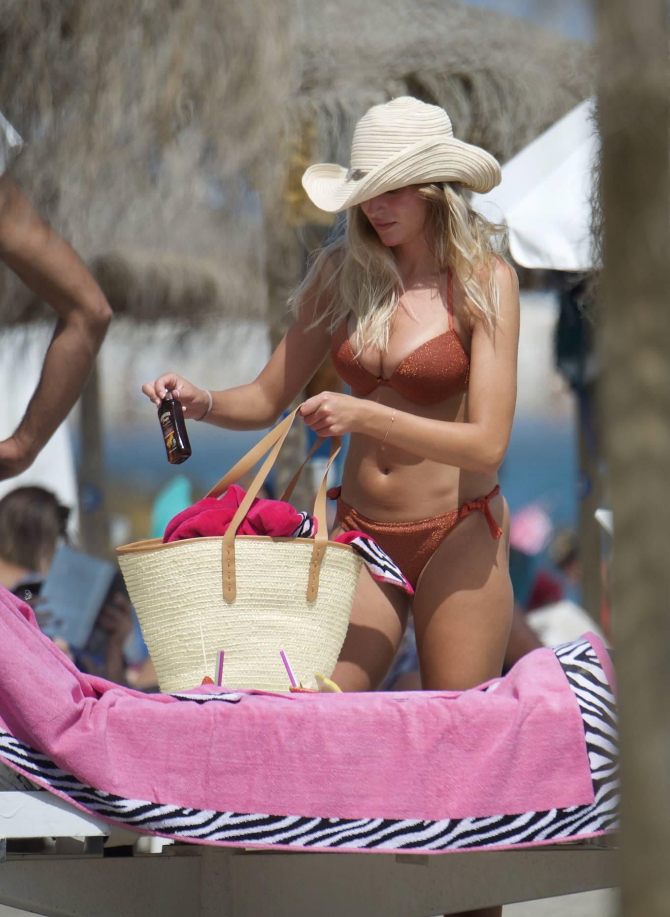 Zara McDermott 2020 : Zara McDermott in Bikini 2020-06