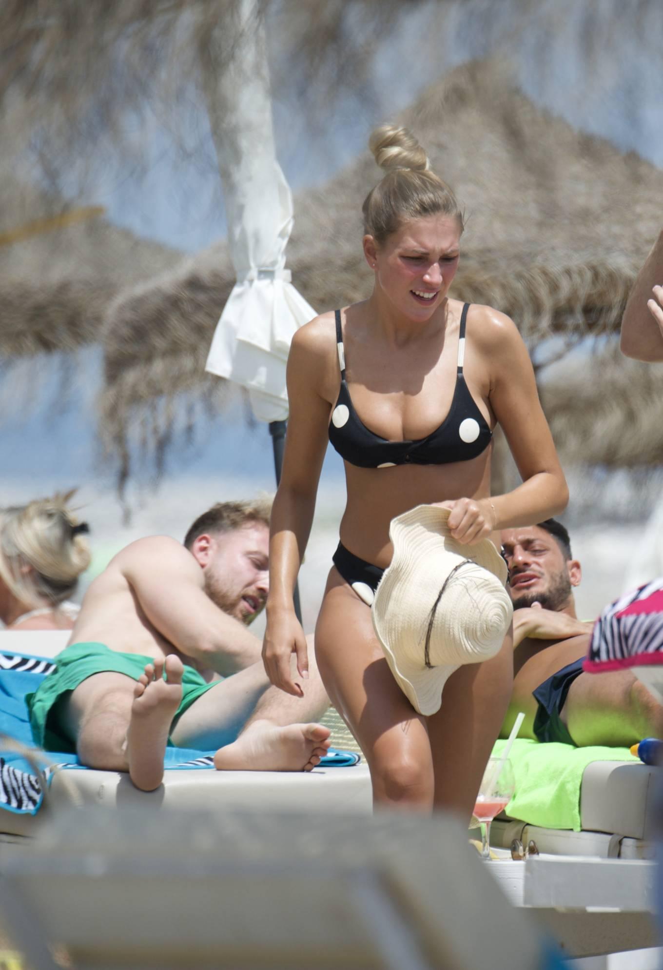 Zara McDermott 2020 : Zara McDermott in Bikini 2020-09