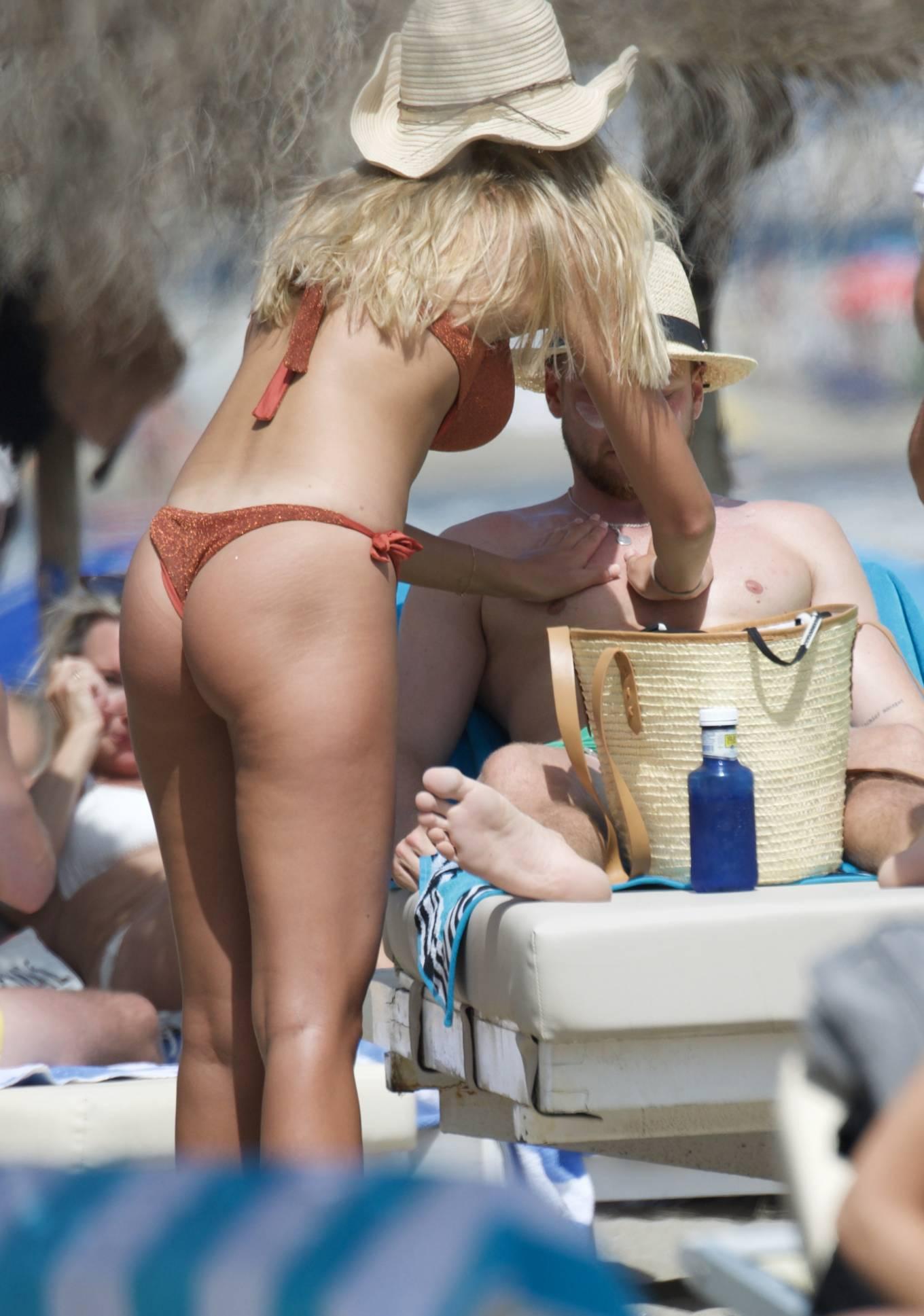 Zara McDermott 2020 : Zara McDermott in Bikini 2020-21