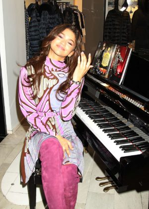 Zendaya - Bloomingdale's 2017 Street Unveils 'The Greatest Holiday Windows'