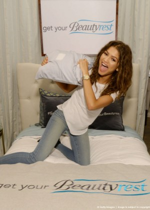 Zendaya - EXTRA's 'Weekend of Lounge' in West Hollywood