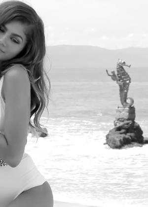 Zendaya: Modeliste 2015 (Behind the Scenes) -07