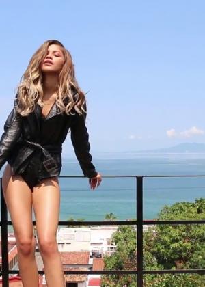 Zendaya: Modeliste 2015 (Behind the Scenes) -08