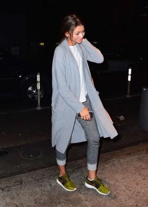 Zendaya in Jeans -02