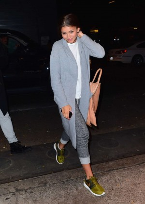 Zendaya in Jeans -05