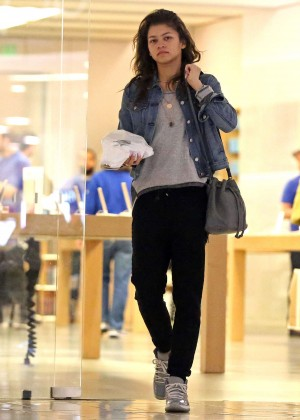Zendaya - Shopping at the Apple store in Beverly Hills