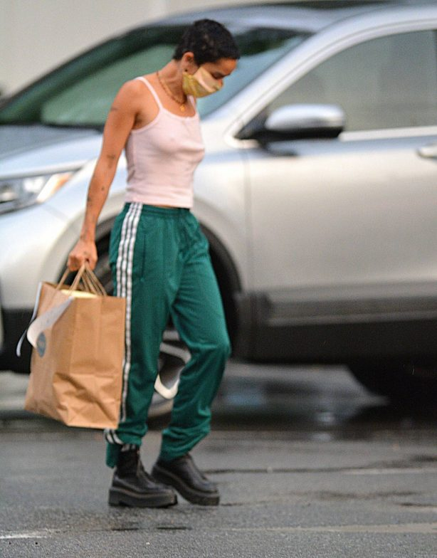 Zoe Kravitz - Picks up some Mexican take out food in Bedford