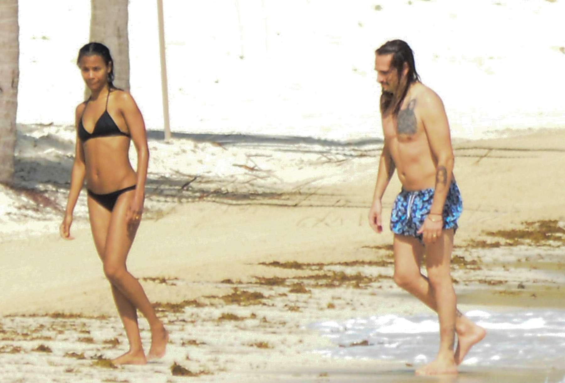 Zoe Saldana Bikini Pics 49