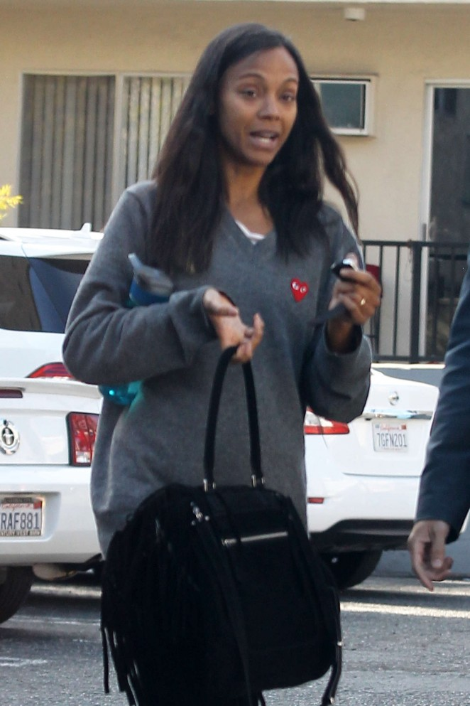 Zoe Saldana Getting lunch in Beverly Hills