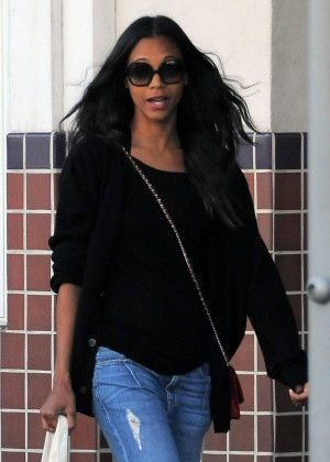 Zoe Saldana - Goes shopping in Beverly Hills