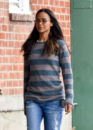 Zoe Saldana - Running Errands in Los Angeles