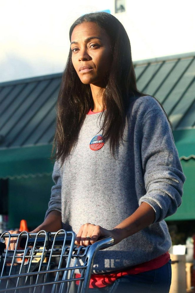 Zoe Saldana – Shopping at Bristol Farms in Los Angeles