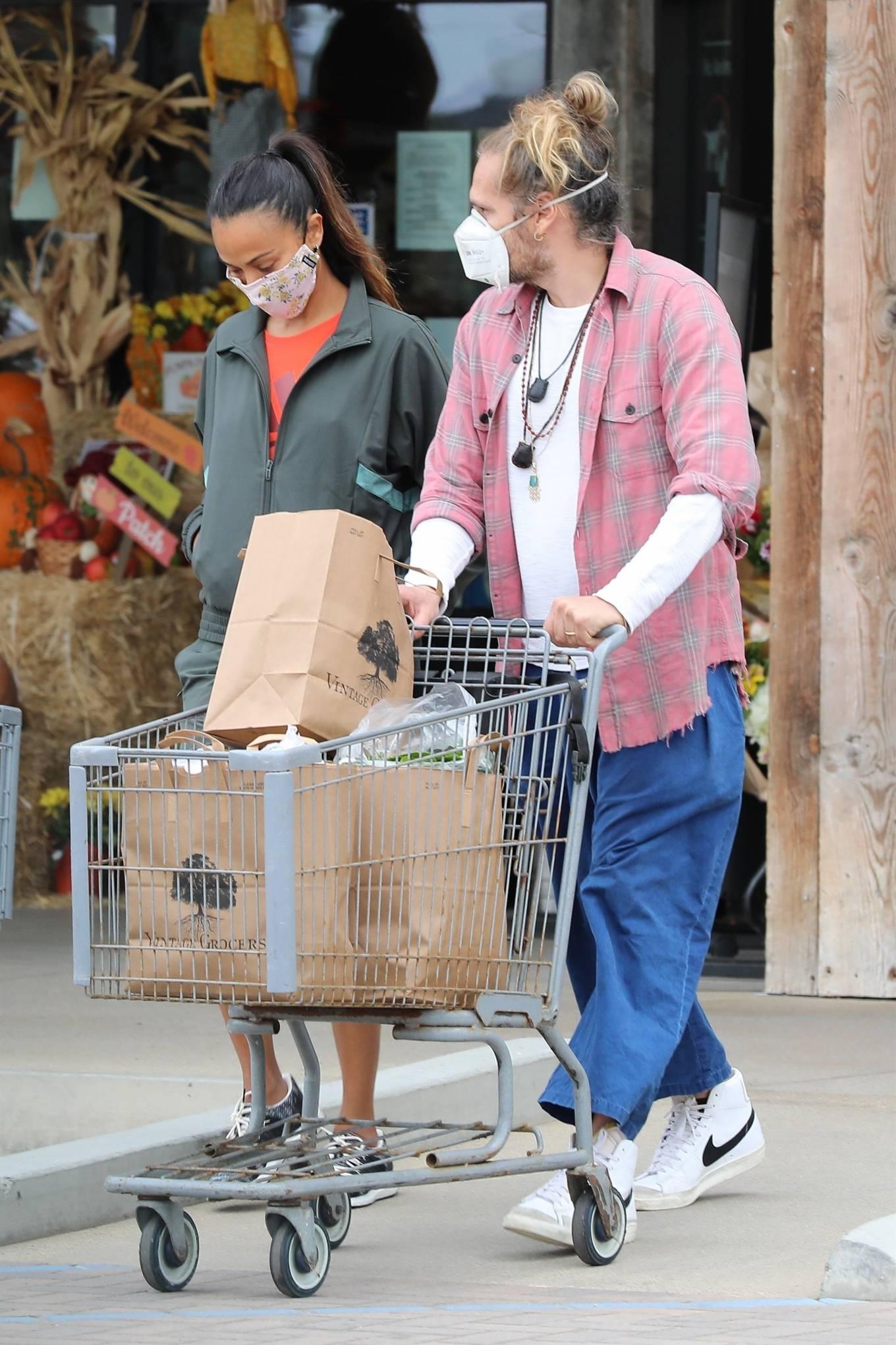 Zoe Saldana 2020 : Zoe Saldana with her her husband Marco Perego in Malibu-02