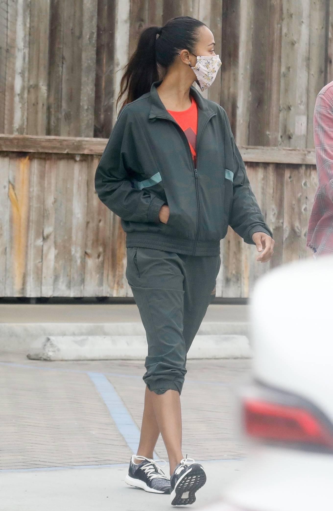 Zoe Saldana 2020 : Zoe Saldana with her her husband Marco Perego in Malibu-10