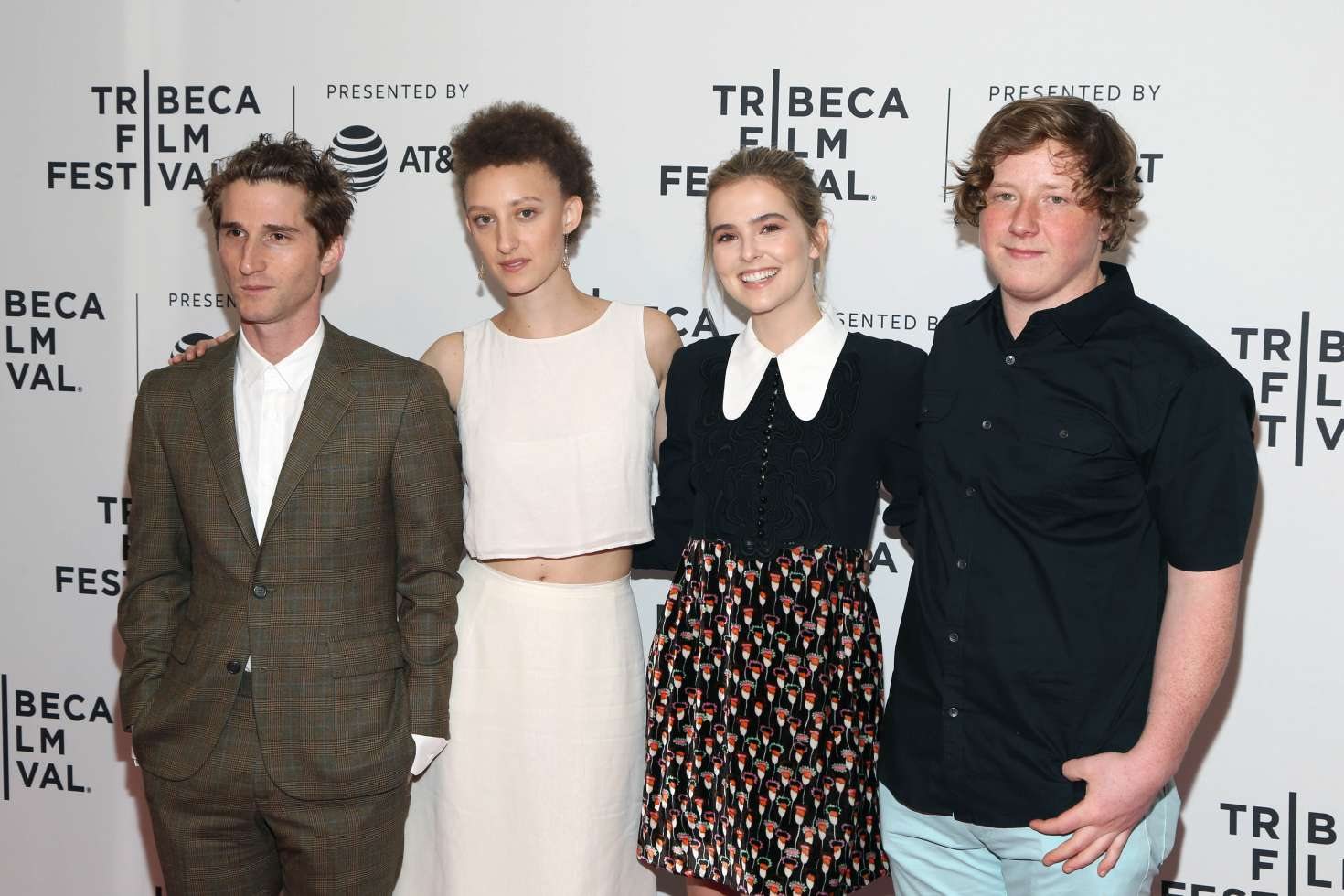 Zoey Deutch  'Flower' screening at 2017 Tribeca Film Festival in New York   Zoey-Deutch--Flower-screening-at-2017-Tribeca-Film-Festival-in-New-York-01