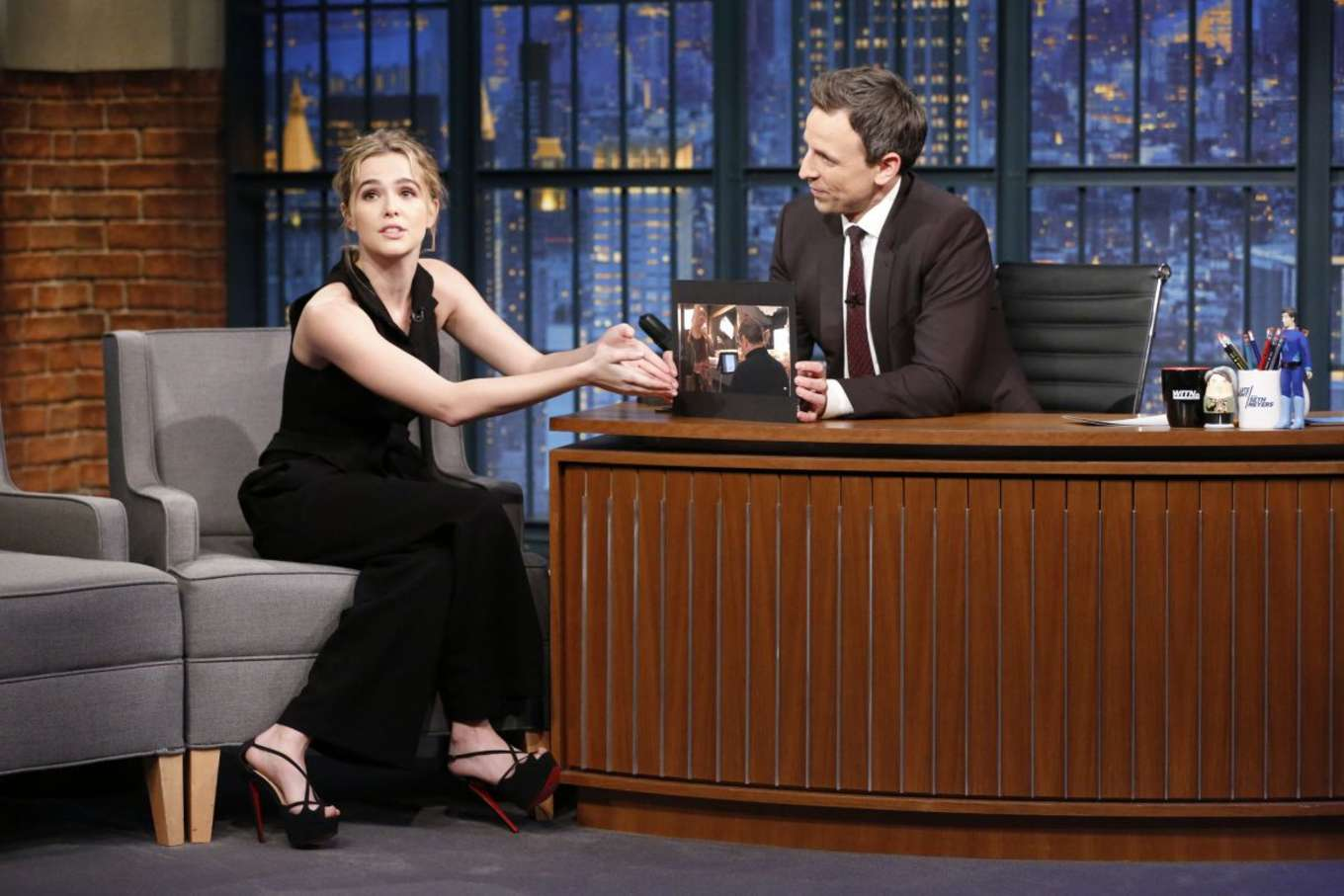 Zoey Deutch 2016 : Zoey Deutch on Late Night with Seth Meyers -02