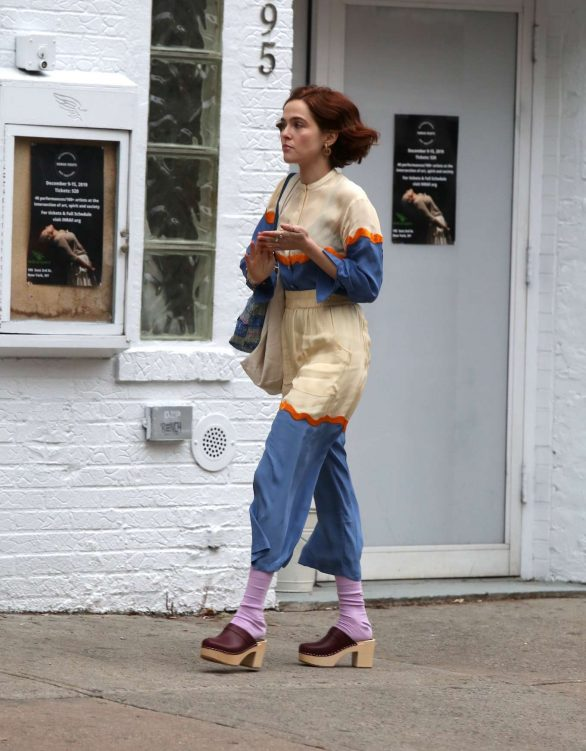 Zoey Deutch - On the Set of 'The Politician' in the East Village