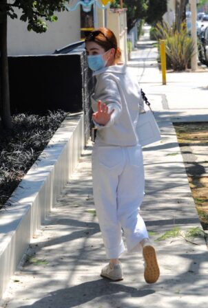 Zoey Deutch - Seen with a friend at Verve Coffee Roasters in West Hollywood