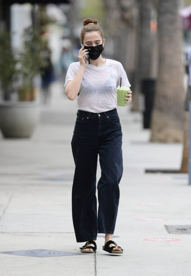Zoey Deutch - Steps out for a tea in Los Angeles