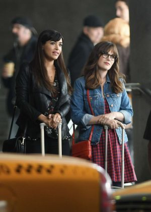 Zooey Deschanel and Hannah Simone - Filming scenes for 'New Girl' in Los Angeles