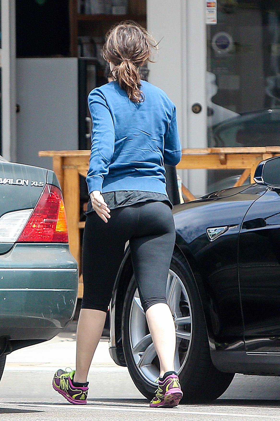 Zooey Deschanel Yoga Pants
