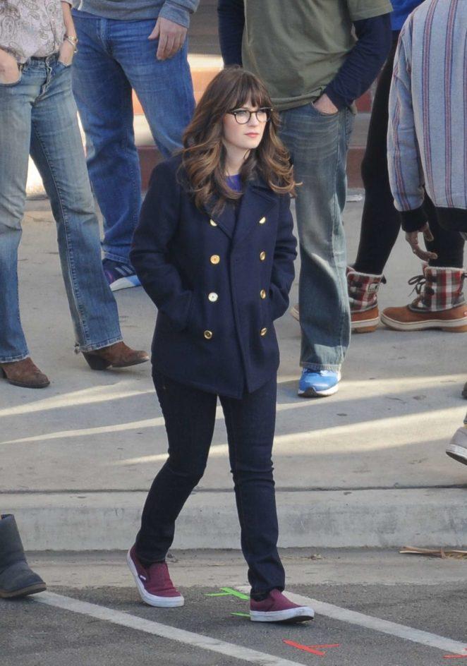 Zooey Deschanel - On set filming 'New Girl' in Los Angeles