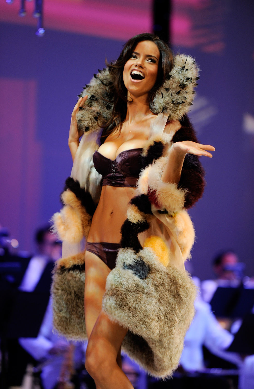 adriana-lima-2008-victorias-secret-fashion-show-01