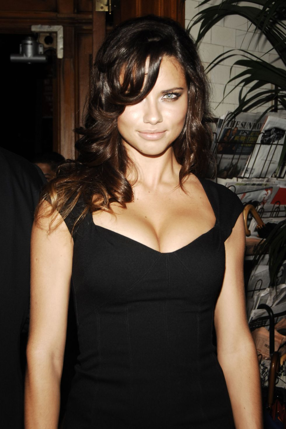 adriana-lima-at-private-dinner-hosted-by-carlos-jerreissati-01