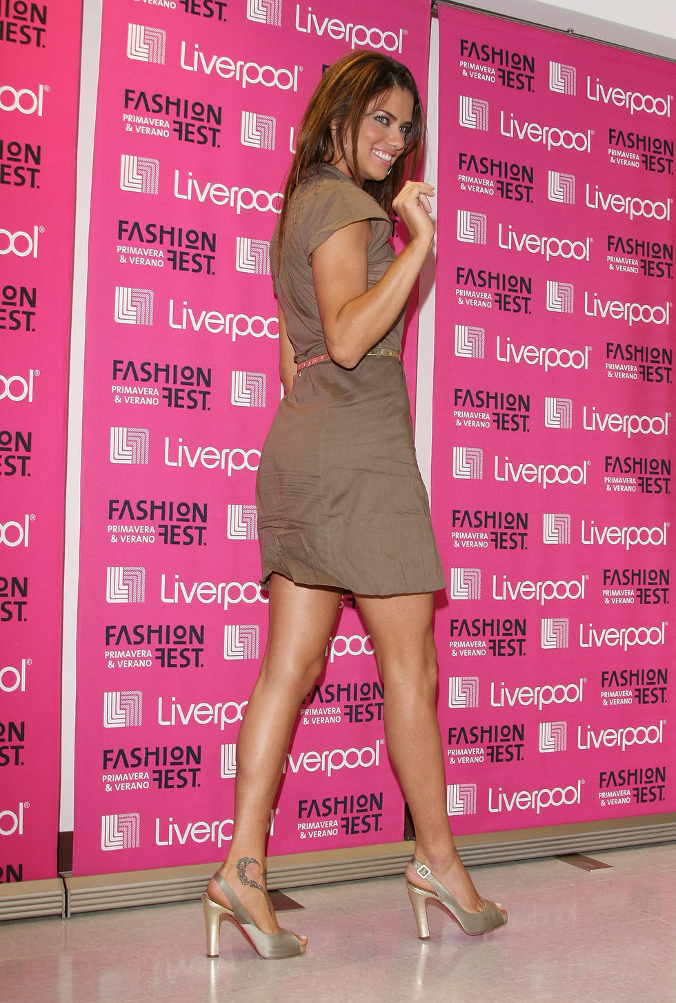 adriana-lima-fashion-fest-2008-springsummer-in-mexico-city-01