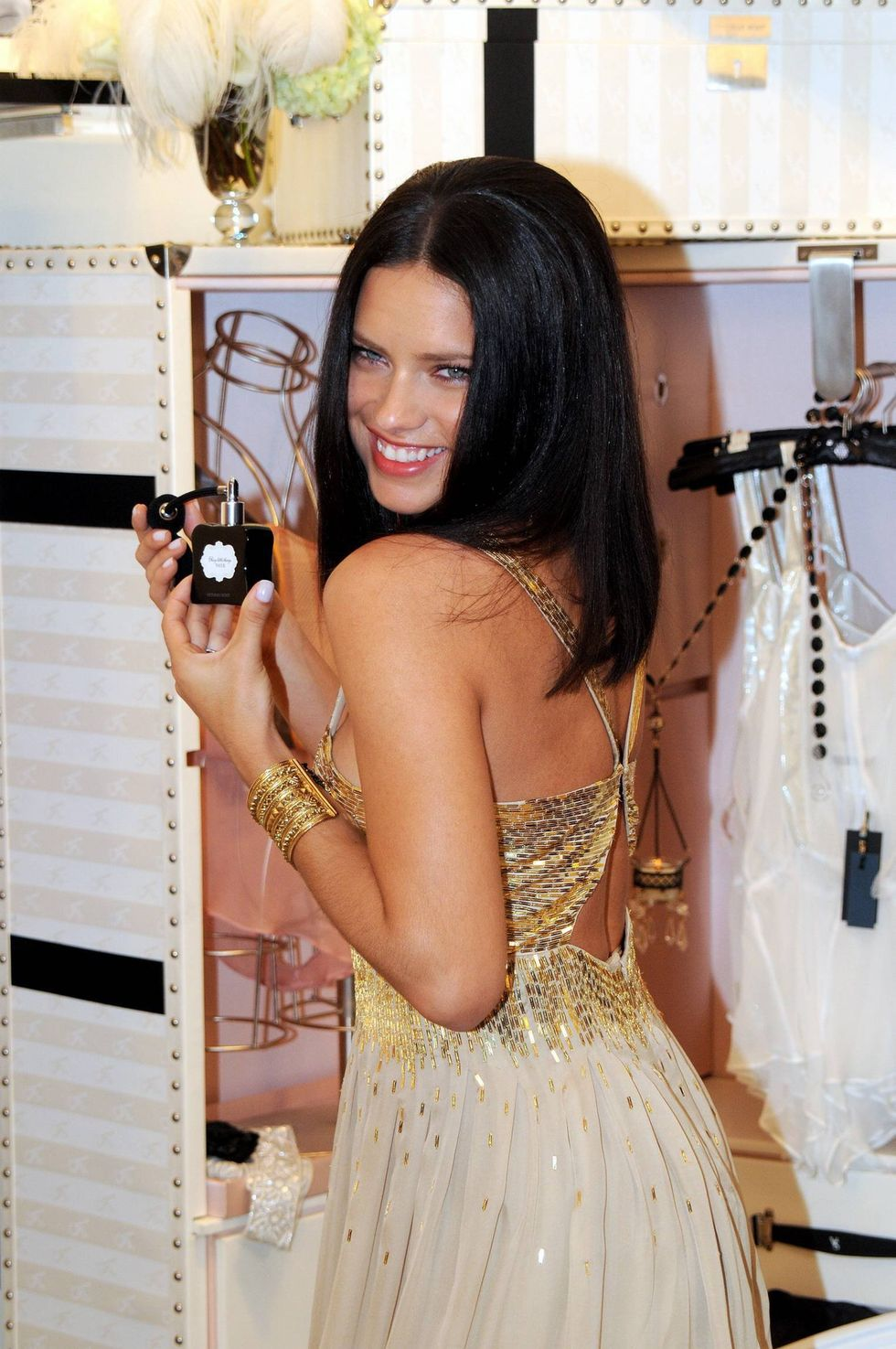 adriana-lima-launches-noir-fragrance-in-new-york-01