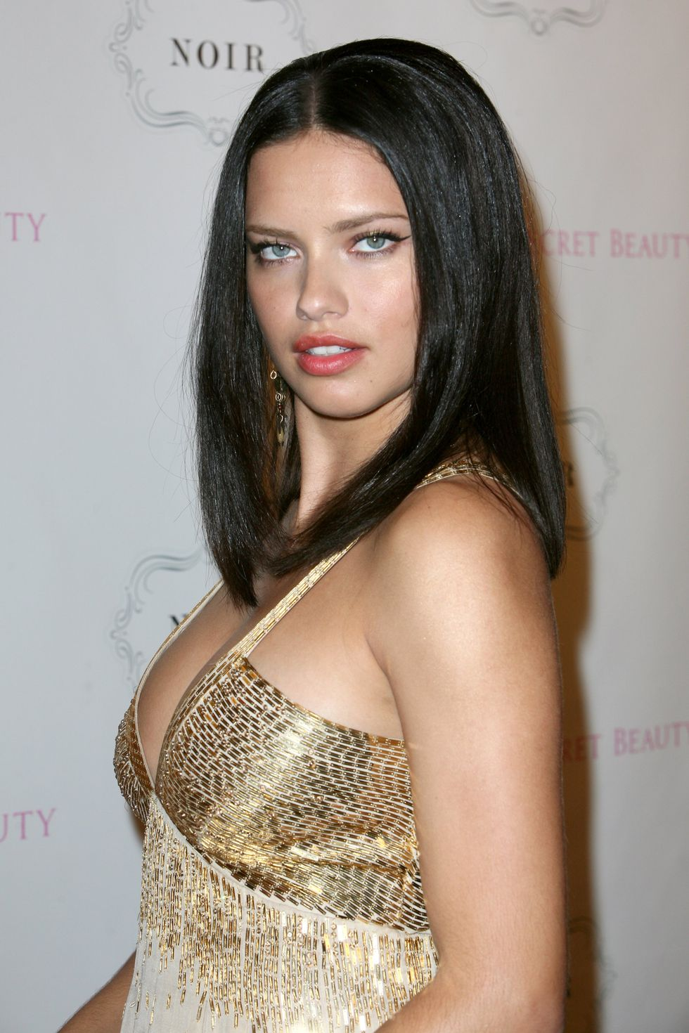 adriana-lima-launches-noir-fragrance-in-new-york-06