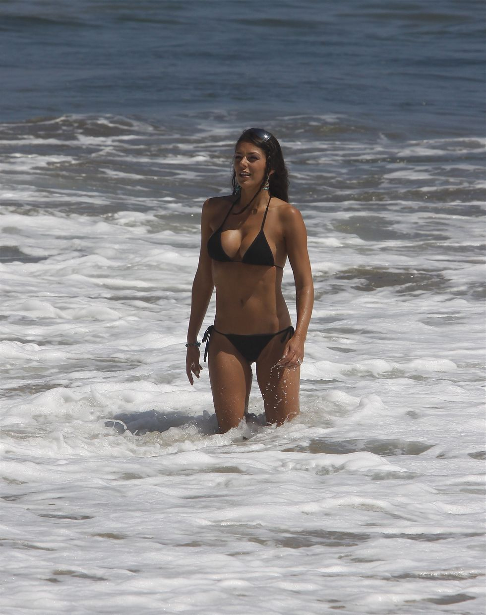 adrianne-curry-in-bikini-on-malibu-beach-01