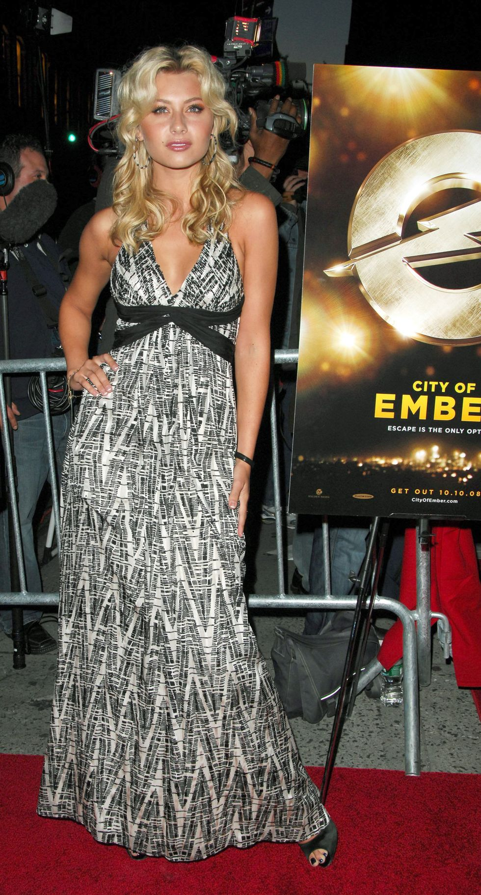 aly-and-aj-michalka-city-of-ember-special-screening-in-new-york-city-01