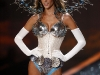 alessandra-ambrosio-2009-victorias-secret-fashion-show-07