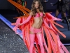 alessandra-ambrosio-2009-victorias-secret-fashion-show-08