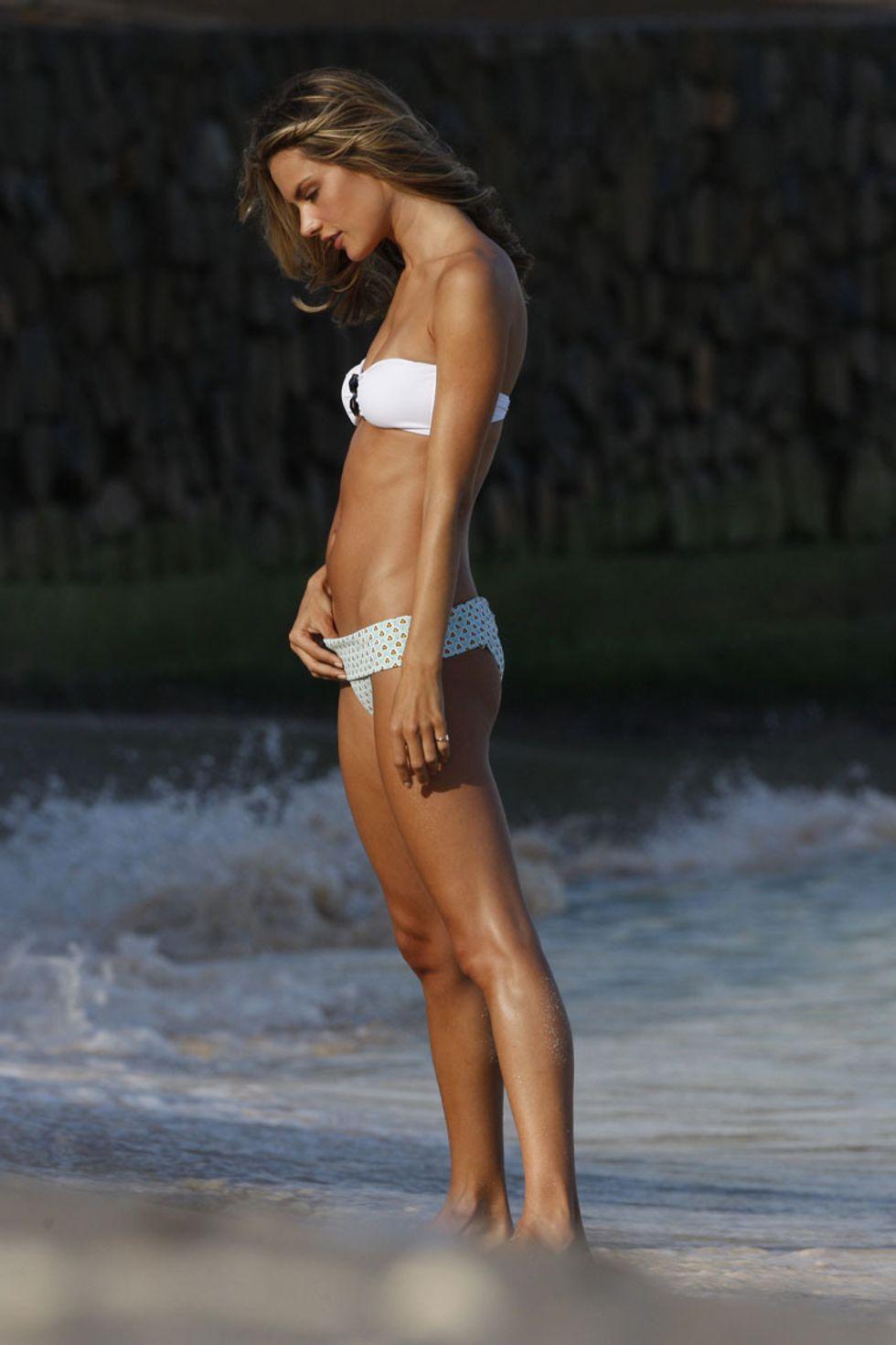 alessandra-ambrosio-bikini-candids-in-st-barts-01