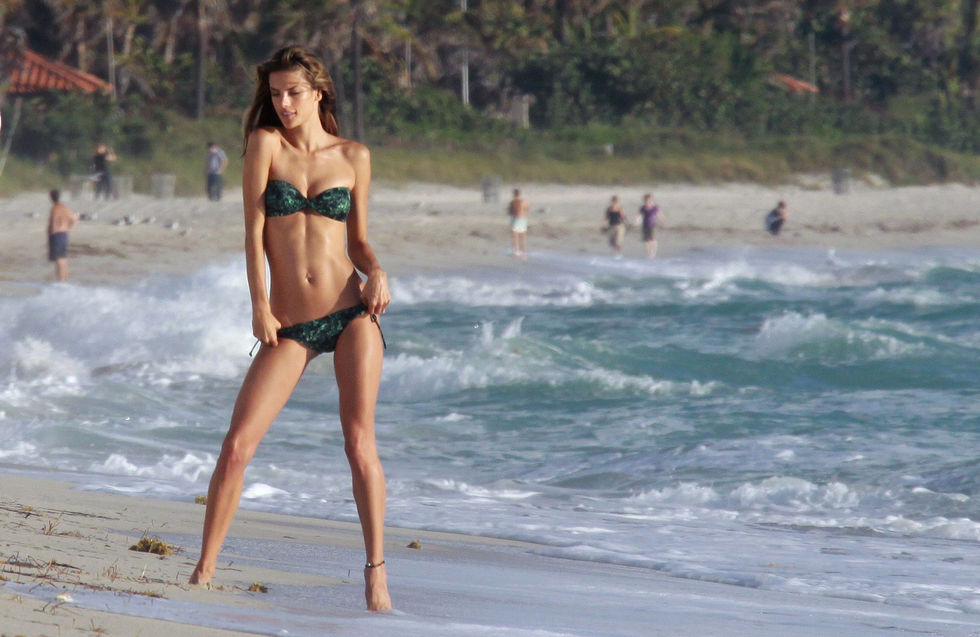 alessandra-ambrosio-bikini-photoshoot-at-the-beach-in-miami-01