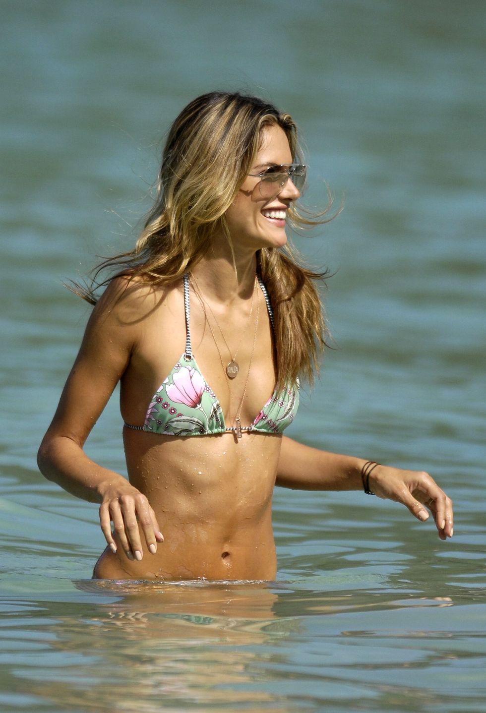 alessandra-ambrosio-in-bikini-on-a-beach-in-saint-barthelemy-03